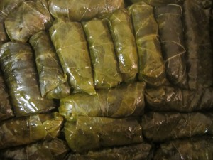 Stuffed Grape Leaves • Dolmeh'ye Barg'e Mo • دلمه برگ موو Fae's Twist & Tango
