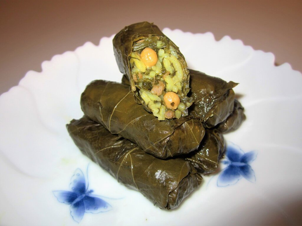 DOLMEH'YE BARG'E MO • دلمه برگ موو • STUFFED GRAPE LEAVES | Fae's Twist & Tango