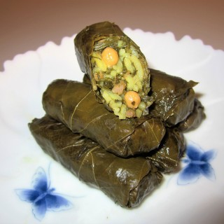 Dolmeh'ye Barg'e Mo • دلمه برگ موو   •  Stuffed Grape Leaves