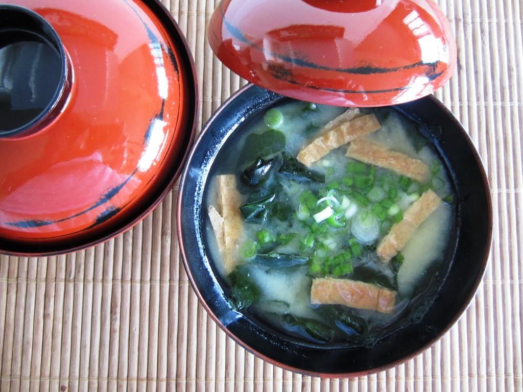 Dashi Mishoshiru Japanese soupMisoshiru みそしる | Fae's Twist & Tango