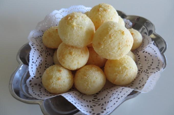 Pao de Queijo / Brazilian Cheese Bread | Fae's Twist & Tango