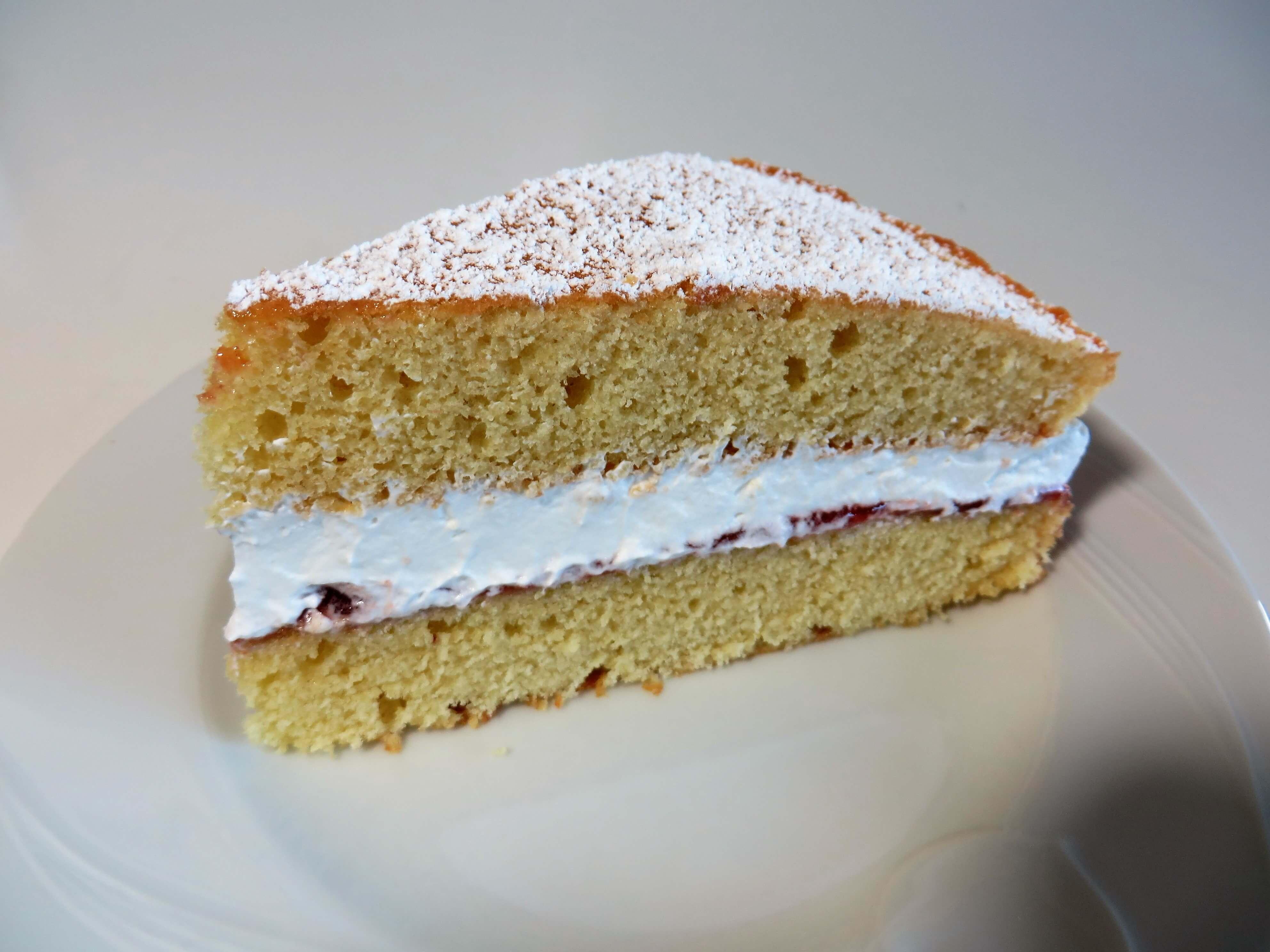 Victoria Sponge Cake | Fae's Twist & Tango (fae-magazine.com)