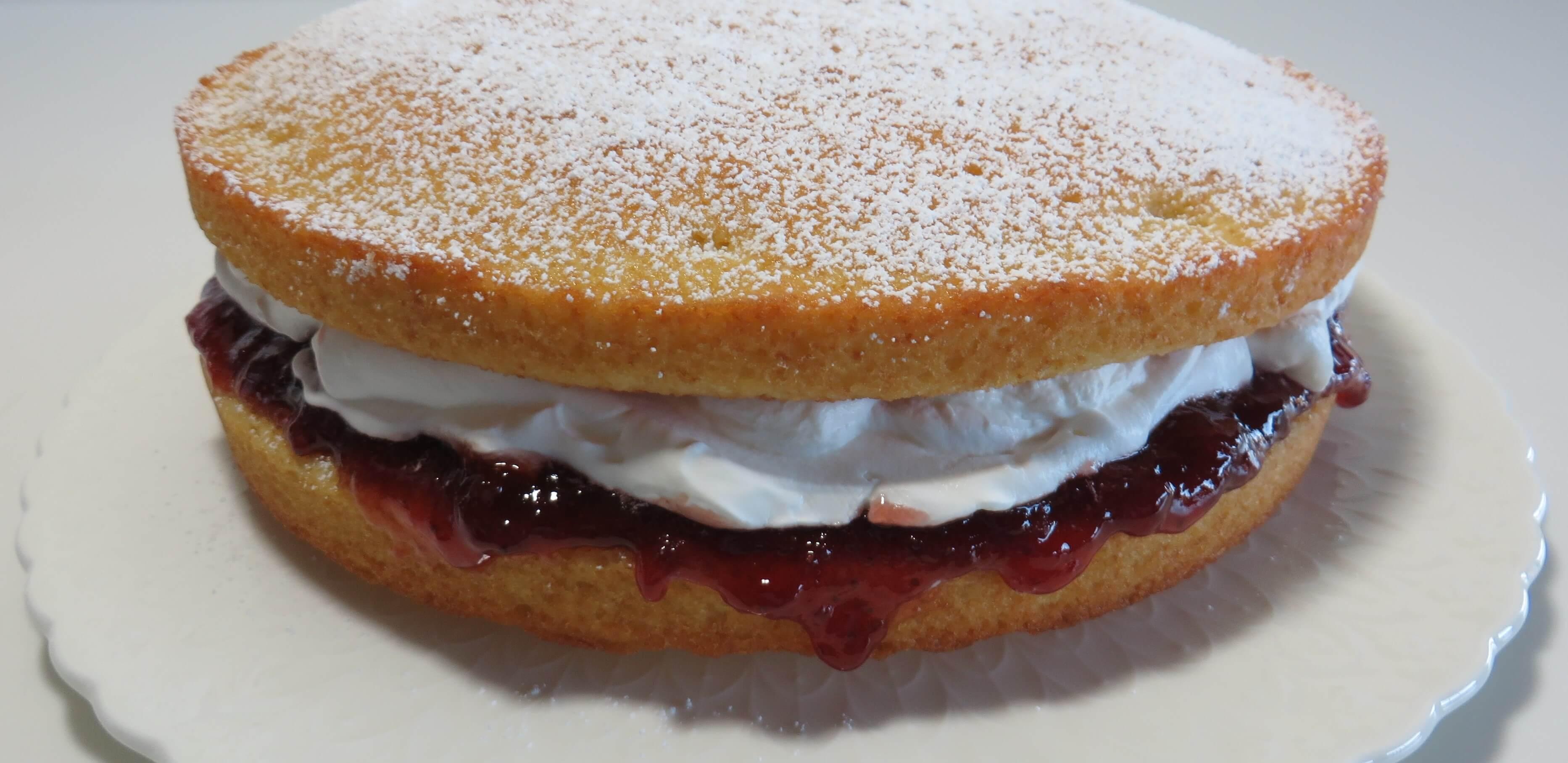 Victoria Sponge Cake   Fae's Twist & Tango (fae-magazine.com)